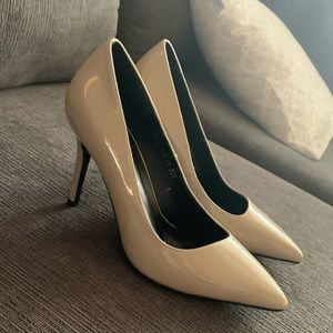 NWT Weekend Bird Grey/Taupe Patent Heels 6.5